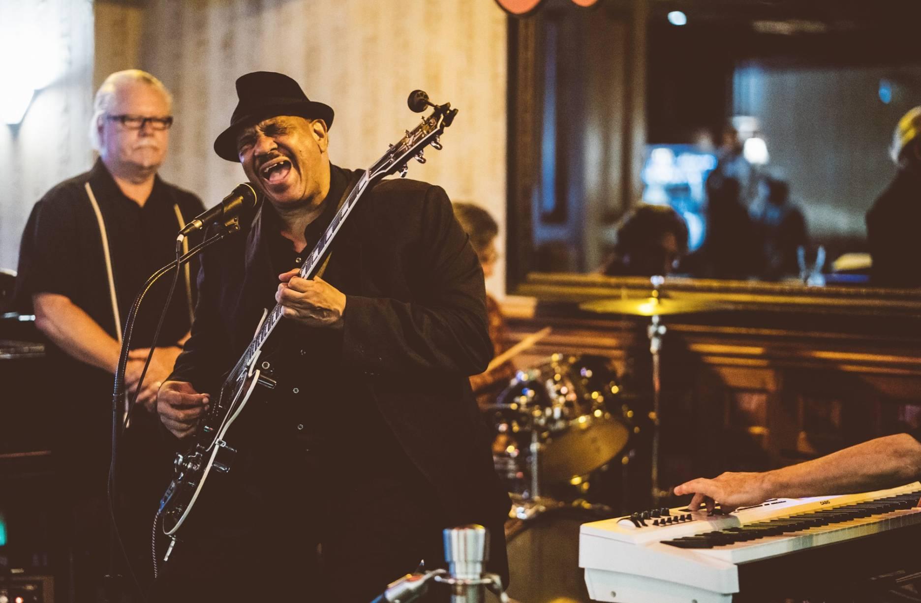 Sunday Blues w/ Antone's