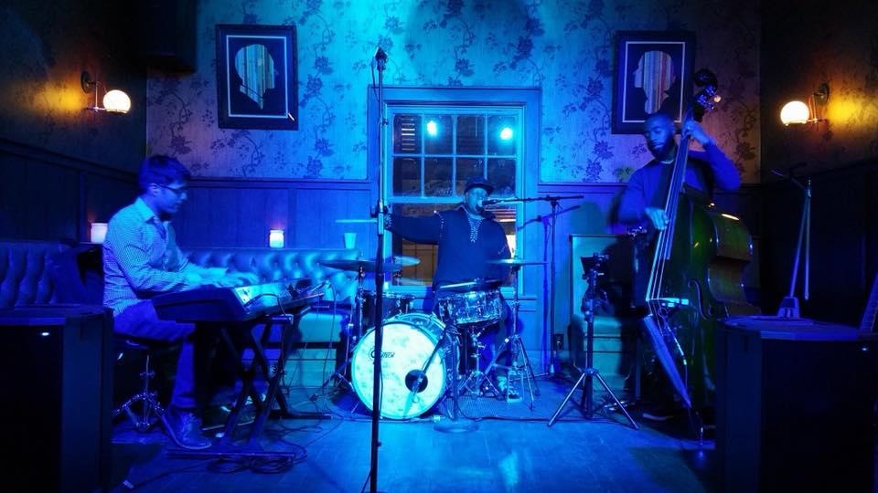 Live Music w/ MHT feat. Mac McIntosh
