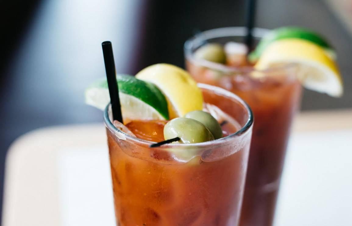 Brunch w/ Bottomless Drinks