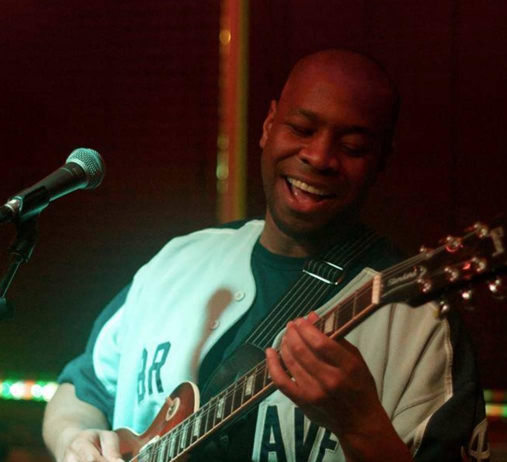 Live Music w/ Jason Grubbs