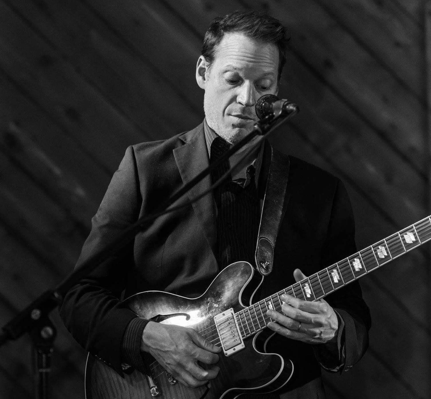 Live Music w/ Allen Barlow