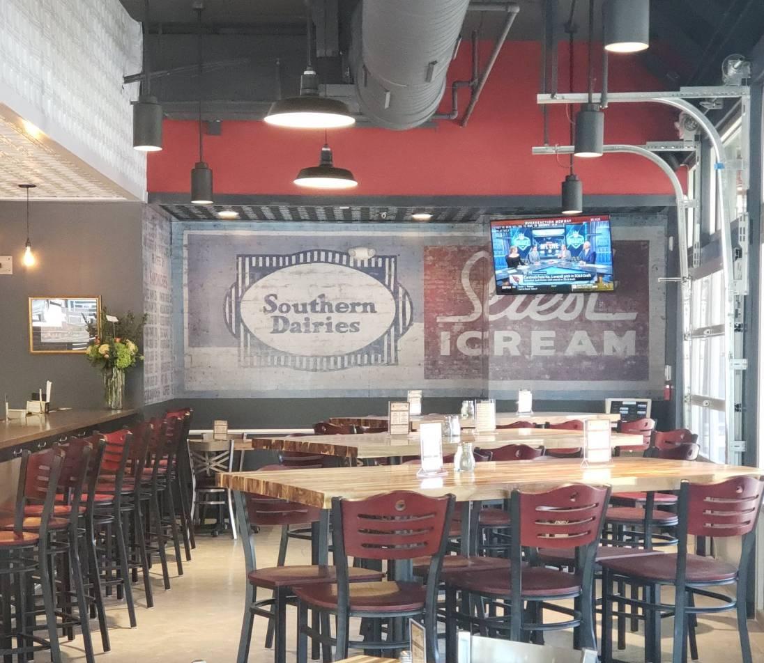 Stevarinos Italian Eatery & Pub