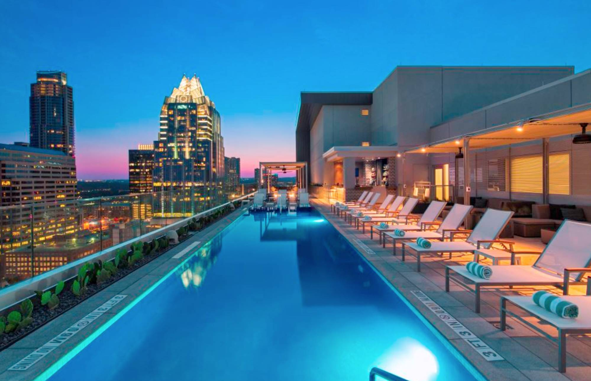 Azul Rooftop Bar + Lounge
