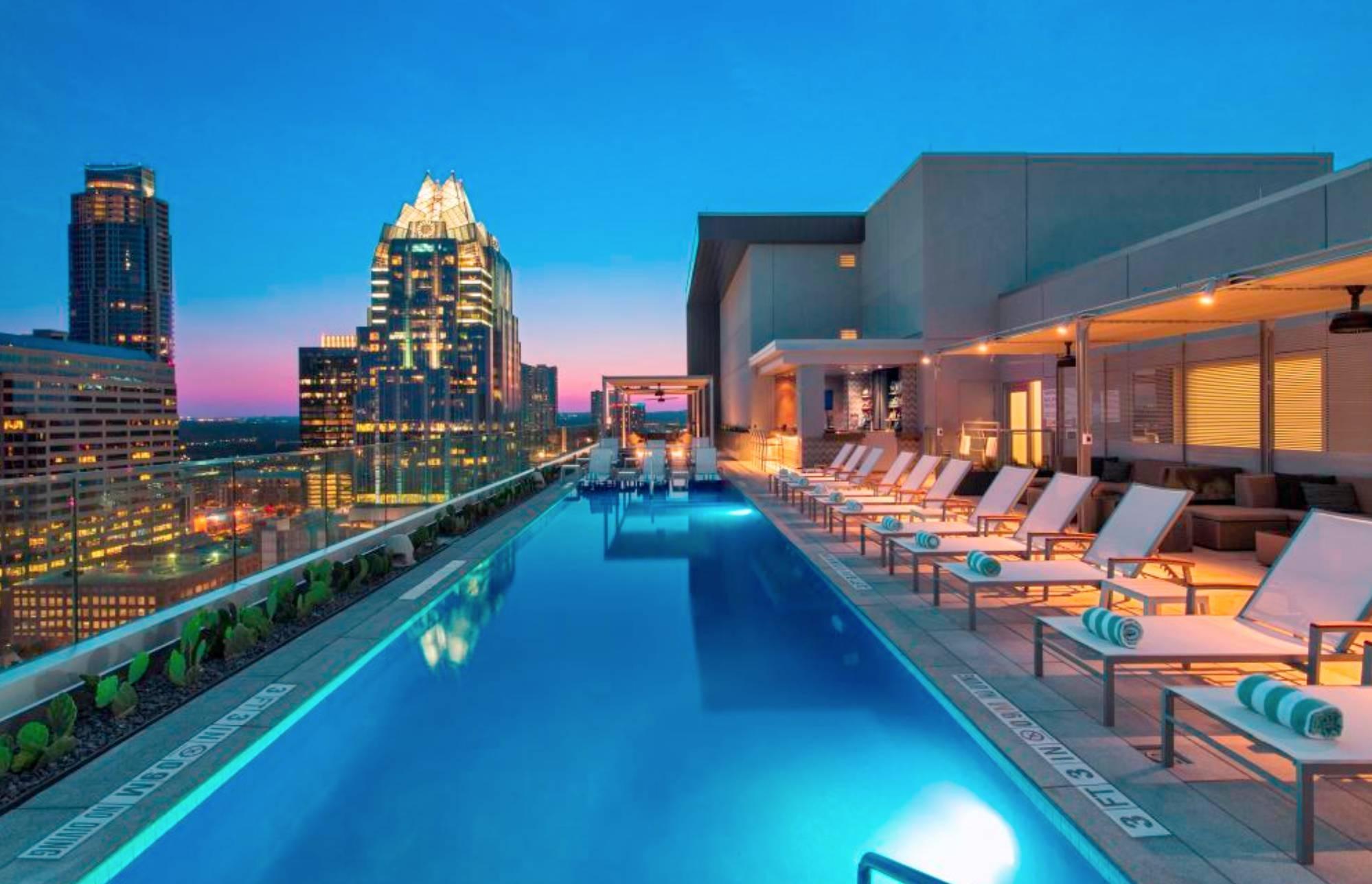 Azul Rooftop Bar + Lounge